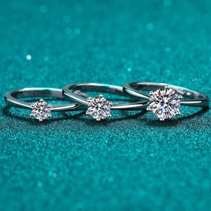 Anéis de cluster 925 Sterling Silver 0.5 / 1 CT Redondo Anel de Moissanite Passado Teste de Diamante Engajamento de Pedra para Mulheres Presente