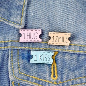 Fast ship Cartoon Ticket Letter SMILE HUG Brooches Pins Enamel Brooch Lapel Pin Badge Fashion Jewelry for Women Girls Will and Sandy