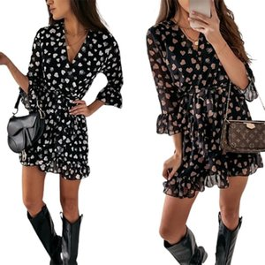 Young Style Women Casual Half Sleeves Dress, Heart Printed Pattern V-neck Ruffled Hem One-piece, Black  White Dresses