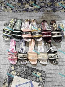 Pantoufles de talon moyennes Sneakers d'été Luxe Femme Beach Alphabet Slipper Designer Rough Sandales tricotées Toile en tissu Broderie Chaussures 35-42