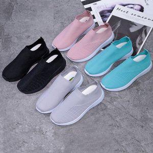 2021 النساء المدربين الفاخرة جورب الأحذية الأزياء سباق متماسكة المتسابقين سرعة حذاء أسود منخفضة يصل شبكة في الهواء الطلق حذاء عارضة