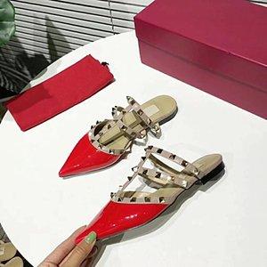 2021 дизайнерские женские плоские сандалии партии моды заклепки девушки сексуальные заостренные танцы свадебные туфли