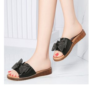 1233 shoes Summer fashion woman beach slippers Leather Cartoon Big Head Slippers Flat shoes Letters woman Shoes Metal Lock head slippers