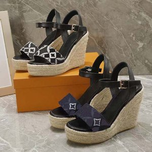 الكلاسيكية الشرائح الصنادل سيدة الصيف الصنادل المعدنية مشبك حجم كبير الجلود عالية الكعب النساء النعال 35-41 مع مربع حذاء 10 6-24