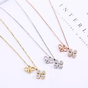TY115 Fashion big four-leaf clover bee titanium steel necklace Rose gold clavicle chain pendant1