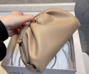 2021 En Kaliteli Kılıfı Yumuşak Dalfskin Bayanlar Büyük Debriyaj Çanta Hakiki Deri Ünlü Desinger Marka El Moda Kadınlar Bulut Çantası