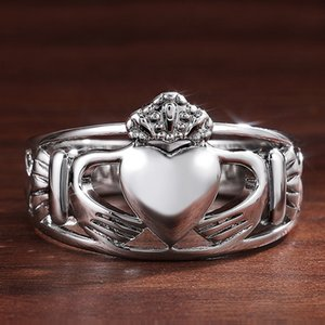Classic Silver Plated Hand Holding Love Heart Ring Europe America Hallow Out Crown Rings For Women Ladies Wedding Party Enggaement Jewelry