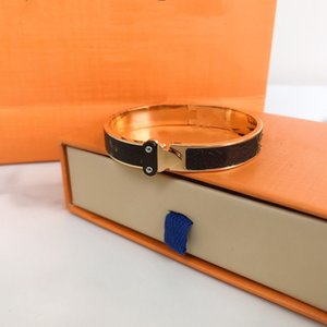 19Women Men Bracelet Charm Bracelets Fashion Unisex Jewelry Free Size High Quality Magnetic Buckle Gold With Leather Jewelrys Wristband OptionsA box