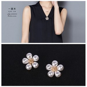 Japan and South Korea small fragrance small daisy Brooch exquisite pearl brooch anti light small button shirt collar pin shawl button