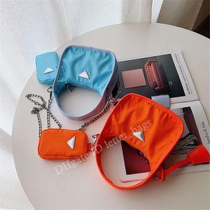 Re-edição 2021 ss p hobo lona bolsa de bolsa planície não-tecido Único punho cadeias zíper meia lua sacos presbyópico mulheres moda cross body saco