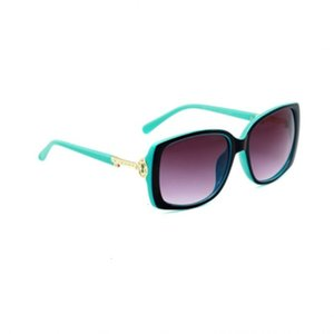 2019 New Designer Sunglasses Brand Glasses Outdoor Shades PC Frame Fashion Classic Lady  Adumbral Mirrors for Women 4043
