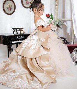 2021 Saten Tül Katmanlı Çiçek Kız Elbiseleri Düğün için Kısa Kollu Yay Aplike Lace Up Çocuklar Örgün Giyim Parti PAGEANT Törenlerinde
