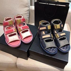 2021 Top Designer Designer Donna spessore Sandali Diamini Slips Slippers Summer Ladies Versatile Velcro Piatta in versato Slipper Donne Open Toe Platform Trine Sport Sandal Box