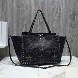 2020 New style The body is embedded with full button nails Removable stud straps Pouch mouth lock open and close 0973s graceful bag