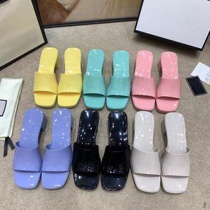 Женские резиновые скольжения сандал тапочки пастельные 2021SS женские сандалии высокие каблуки слайды платформы коренастые 2,4 'высота каблуки туфли летние тиснение фланпы Pksport