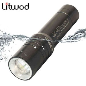 XM-L T6 LED Diving Flashlight Zoom Waterproof Lantern Lamp 18650 Battery Torch Bulbs for Swimming Underwater 80m 210608