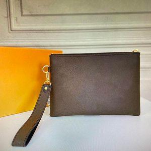 M63447 CITY POUCH zippy belt clutch bag luxurys designers clutches women wristlet phone purse fashion mini pochette accessoires handbag Szg