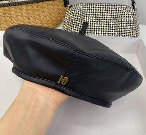 مصمم البيريه جودة عالية إمرأة بيني مسطحة النساء المصممين دلو قبعة جاهزة رسائل جلدية قبعة أزياء كاب