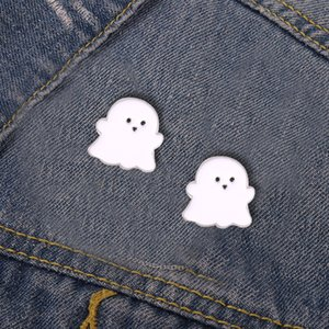 Ghost Enamel Pins Happy Boo Brooches Goth Gothic Metal Badges for Bag Clothes Backpack Hats Cute Halloween Jewelry Gift Wholesale