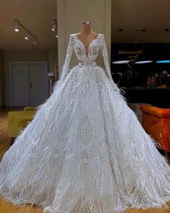 2021Luxury Long Sleeves Ball Gown Wedding Dresses With Feathers Vintage Lace Appliqued Beaded Saudi Arabis Dubai Plus Size Bridal
