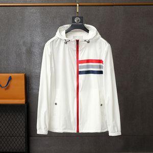 봄과 여름 얇은 피부 코트 자켓 패션 트렌드 간단한 스타일 남성용 태양 보호 의류 고품질 Mon Comfort 윈드 브레이커 031851