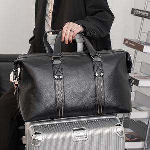 Путешествующая сумка для мужчин Супер Большая емкость Черный PU Кожаные сумки Водонепроницаемый тренажерный зал Уик-дюйм Duffl Камера Организатор Duffel Сумки