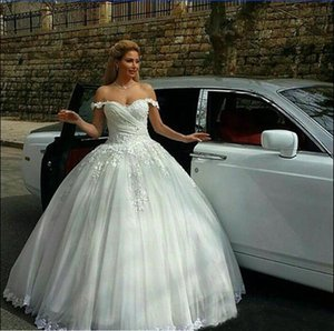 2021Vintage Ball Gown Backless Lace Beach Wedding Dresses Empire Covered Buttons A Line With Short Sleeves