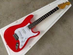 Фабрика пользовательских красных корпус Электрическая гитара с белым пикавтором, кленной шеей, палисандр, хромированное оборудование, предлагает настроенные