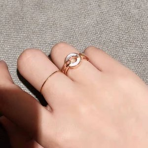 New year gift fashion disc white shell diamond letter ring ladies love charm jewelry luxury ring exquisite packaging gift box
