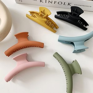 Color Frosted Rubber Big Barrette Crab Hair Claws Bath Hair Claw Ponytail Clip Large Hair Clamps Claw Clip Simple Clip for Women Y0315