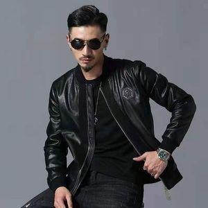 Fashional تصميم الرجال الجمجمة المطرزة سترة جلدية مطرزة مع طوق البيسبول سميكة معطف دراجة نارية