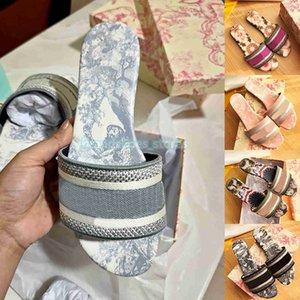 2021 Sandálias Femininas Chinelos Bordados Designers Slides Sandália Floral Brocado Chinelos Listrados Couro de Praia Deslumbrante Flor Mocassim