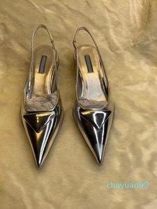 2021 Sandalias de alta calidad Sandalias de mujer zapatos de diseñador de moda Pintura puntiaguda Real Cuero Back Strap Strap Snake Inferior Middle Heel 3cm Triángulo Nob
