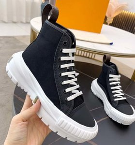 Fashion Quality Mens Womens Luxurys Designers Shoes Leather Sneaker Embroidery Classic Trainers Lover Trainer Sneakers With Box dqbag 002
