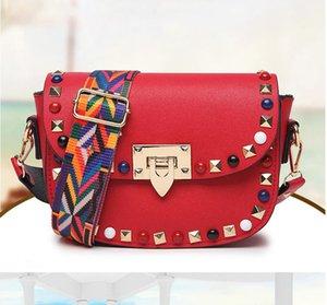 Bolsos de hombro de moda Remaches retro PU Cuero Colorido Rayas Correa Diseñador Bolsos Messenger Bag Small Clutch Crossbody Bagers Bolsas