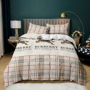 Luxury design letter printing bedroom bedding set, multi-size soft and comfortable classic pattern, suitable for family friends children