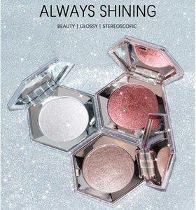 Single Diamond Face studio Master Chrome Metallic Highlighter Makeup Palette With Wet Powder Texture, Diamond Hexagon highlighter for all skin