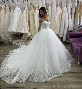 Vintage Strapless Ball Gown Lace Wedding Dresses with Bow Tie Appliques Court Train Tulle Wedding Bridal Gowns