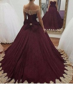 Burgundy Off the Shoulder Ball Gown Prom Dresses Gold Lace Appliqued Sweet 16 Ball Gowns Quinceanera Dresses Corset Back With Bow