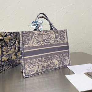أكياس المصممين الفضلات 2021 مطرزة النمر نمط حقيبة تسوق سعة كبيرة حقيبة يد اليدوية الوجهين زهرة أعلى جودة الأزياء والأزياء