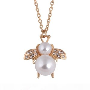 Cute Bees Necklaces & Pendants For Women High Quality Lady gold color jewelry Small bee pendant imitation pearl necklace