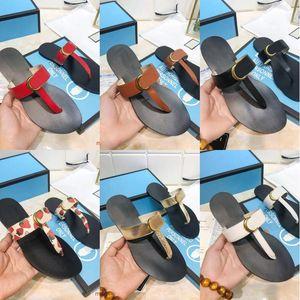 2021 Designer Woman uomo Pantofole Slifts Gear Bottoms Flip Flops Donne Uomo Sandali di Lusso Sandali di lusso Moda Causal Genuine Pelle Metallo Pulsante Brand
