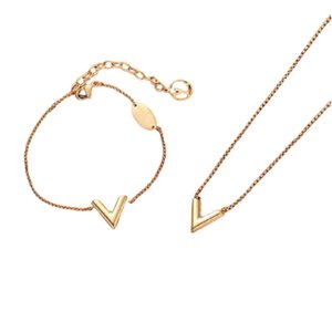 Bracelet Necklace Jewelry Set High Quality Love Bracelets Fine Letter Necklaces For Women 18K Gold Plated Charm Designer Girlfriends Christmas Gift with Box