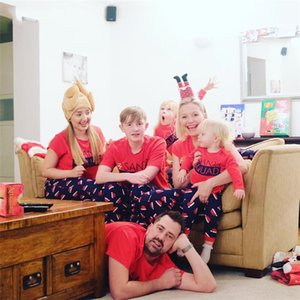 Xmas Family Pajama Outfits Santa Hat Christmas Letter Designer Adult Kids Matching Home Clothing Set Christmas Sleepwear Outfits