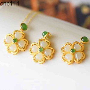 Fashion Green white Chalcedony inlaid work Four leaf clover necklace for woman feature Jewelry namour charm Gift luxury