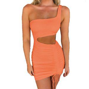 Sexy Hollow Out Bandage Robe Femme Summer Mode One-Sauleuse Sans manches Robe Bormon Plissé Femmes Party Club Mini Robes 210414