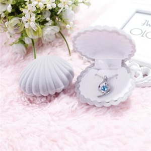 5 color Velvet Shell shape Jewelry boxes For Pendant Necklaces women Luxury Wedding Engagement Gift Case Packaging Display 92 M2