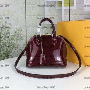 Genuine Patent Leather Women Shell bag Classic BB Lady Purse Shoulder Bags with Lock Fashion Handbags Cross Body Totes M91606