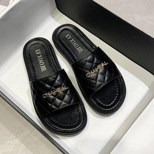 Lüks Tasarımcılar Ayakkabı Son Moda Bayanlar Açık PU Rahat Terlik Kadın Açık Lüks Marka Tatil Plaj Sandalet Casua