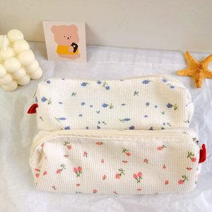 Simple small floral pencil bags cute little fresh girl heart mini stationery storage bag 2 colors